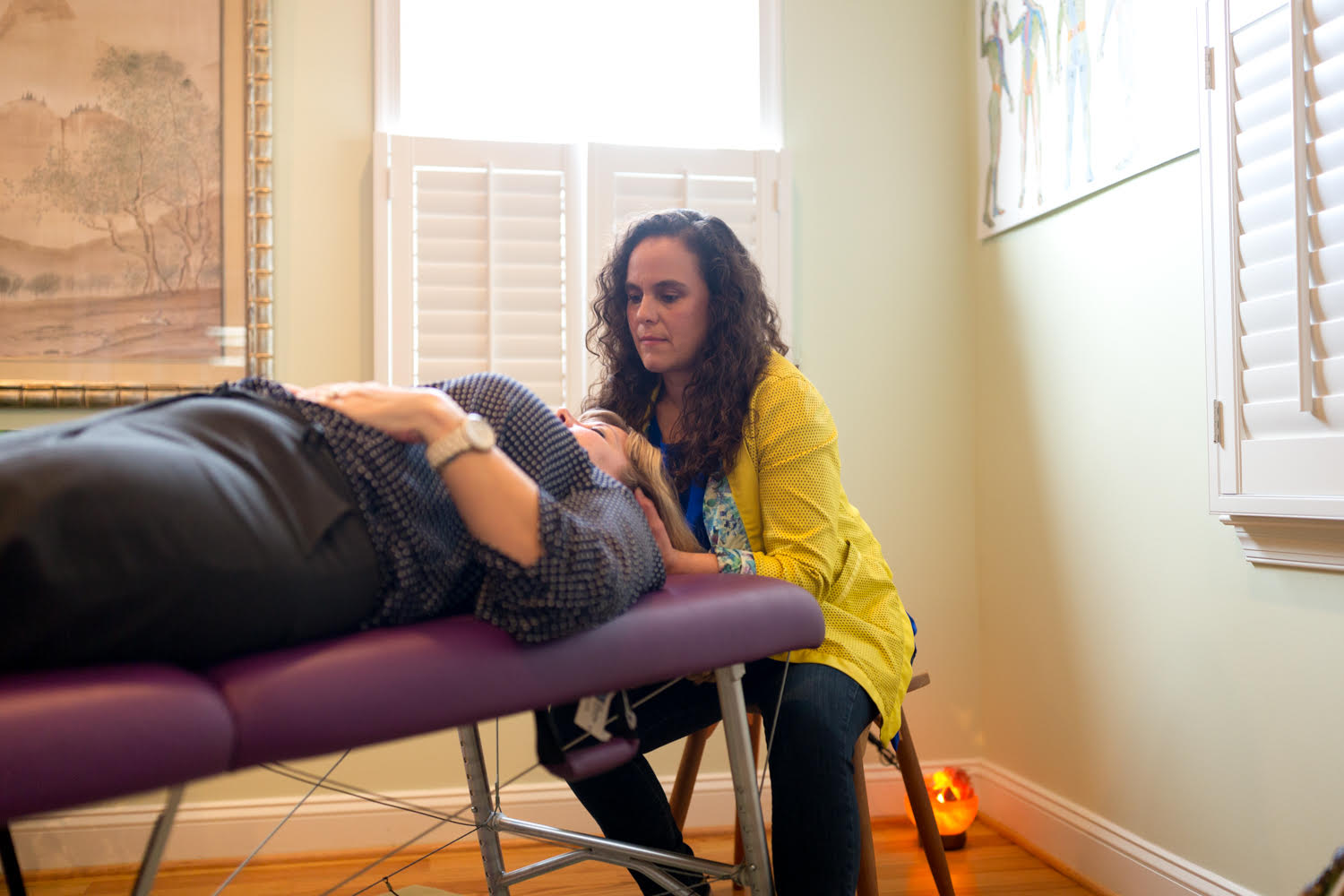 Woman receiving Soul Lightening Acupressure from Edgy ZEN Spa